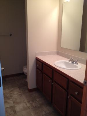 Jb rentals three bedroom 1 5 bath townhome midland mi for Bathroom decor midland